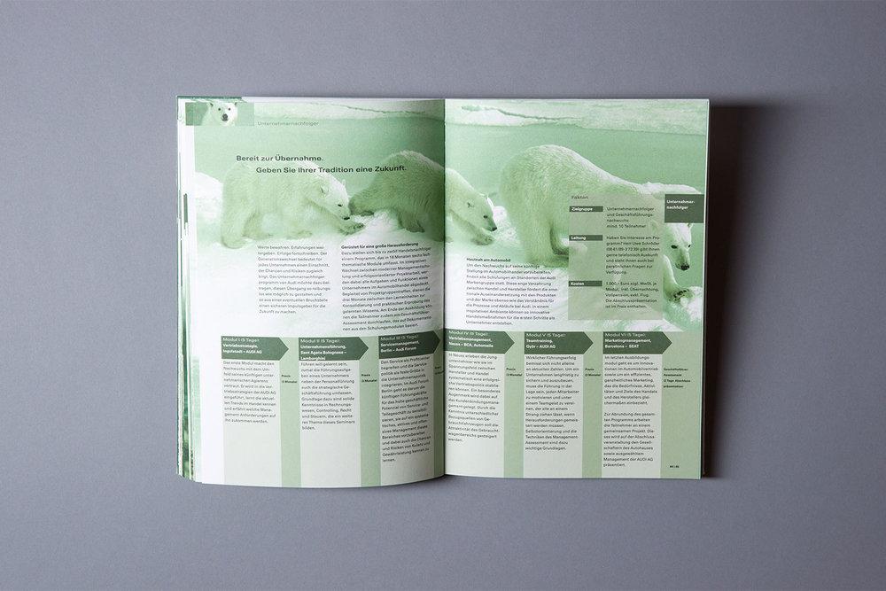 Broschüre mit dem Trainingsprogramm für Führungskräfte der AUDI Akademie