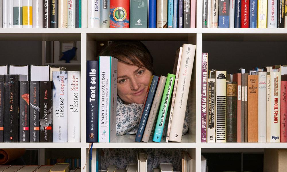 Für Bücher aus dem Verlag Hermann Schmidt ist immer Platz in unserem Bücherregal.