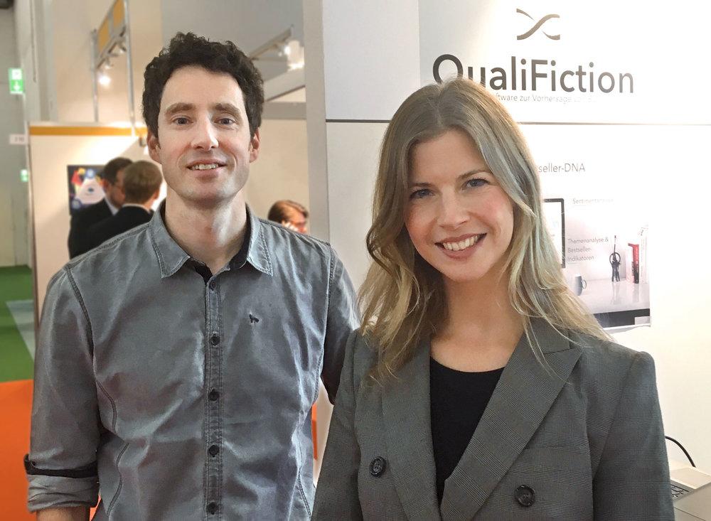 Ralf Winkler und Gesa Schöning präsentieren ihr Start-up QualiFiction auf der Buchmesse.