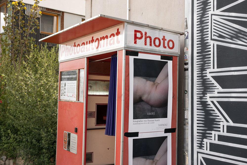 """Poster zur Ausstellung """"nackt"""" mit Bildern von Thomas Rusch"""