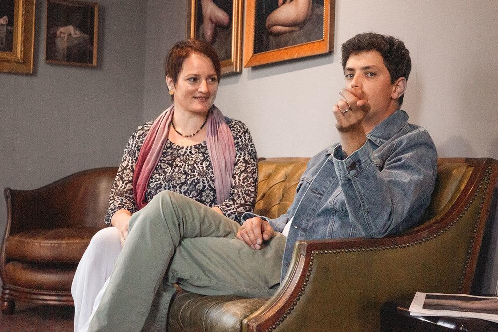Susanne im Gespräch mit Chris Schmid in der Galerie Silber & Salz, Berlin.