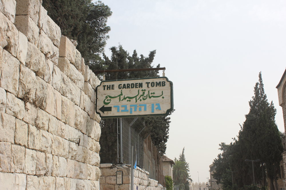 Sign for the garden tomb.JPG