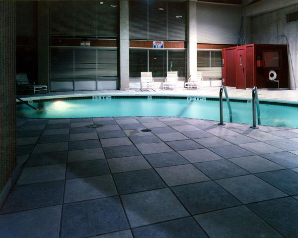hotelpool_ED85.jpg