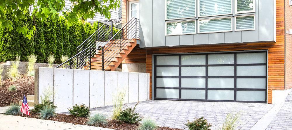 Aluminim-Garage-Door-8800-Black-White-Laminated-home.jpg