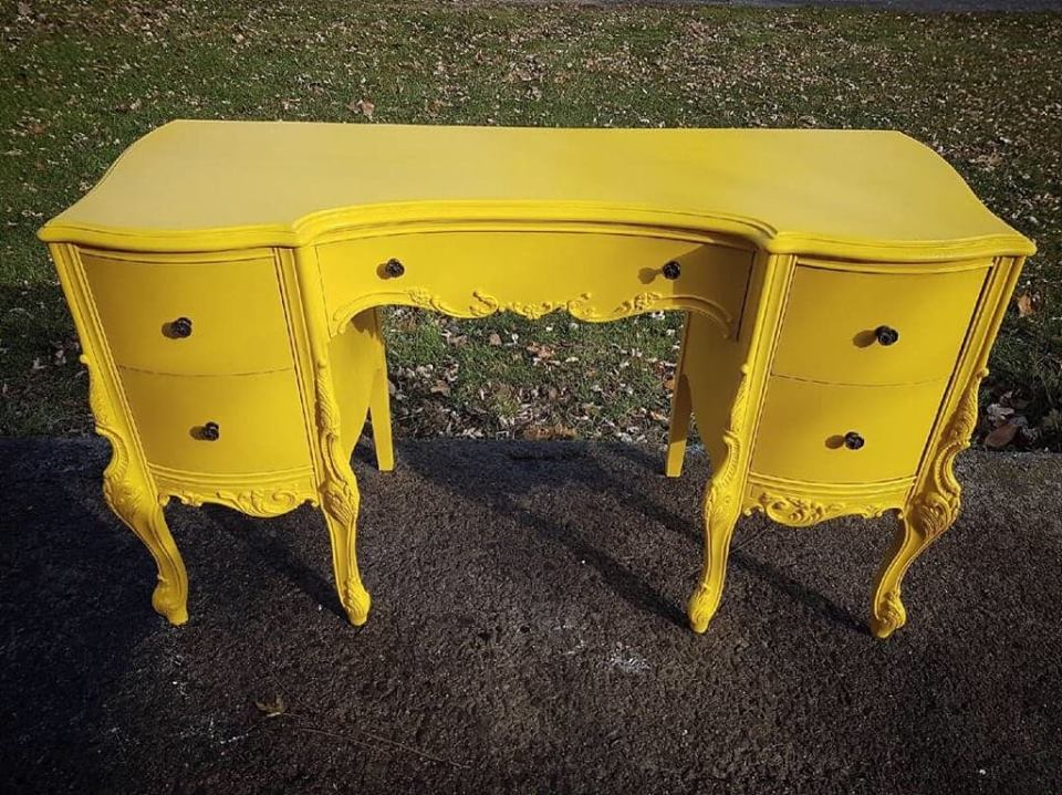 yellowdesk1.jpg