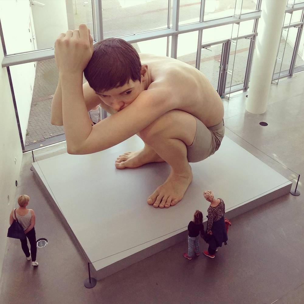 """Boy"" by Ron Mueck #arosart #arosmuseum #ronmueck #århus"