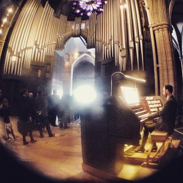 De ble gift, organisten spiller kongepostludium og lyden er stor #starwars #johnwilliams #bryllup #nidarosdomen #trondheim (at Nidarosdomen, Trondheim)