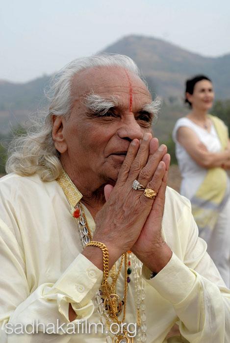 11-guruji-prayer-hands.jpg