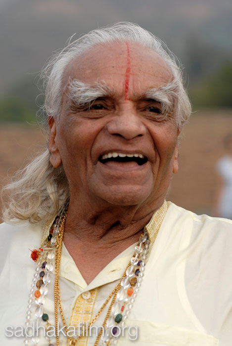25-guruji-laughs.jpg