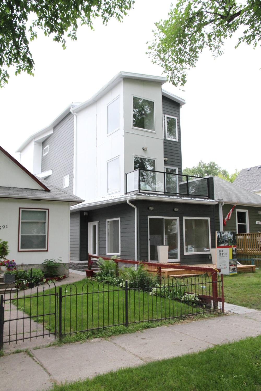 589 Jessie   Infill Residential Multi-Family   Architect: Ernie Walter Company: Studio Walter Inc. PM, & CM: Ken Leschuk Design: Ernie Walter & Daniel MacGibbon