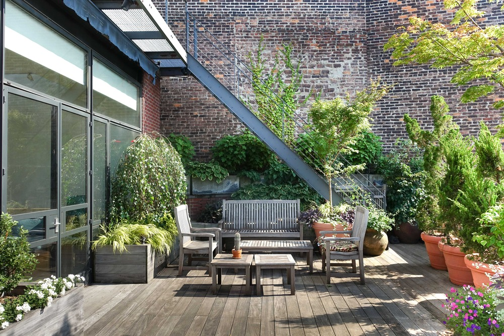 Outdoor terrace and garden for commercial rentals