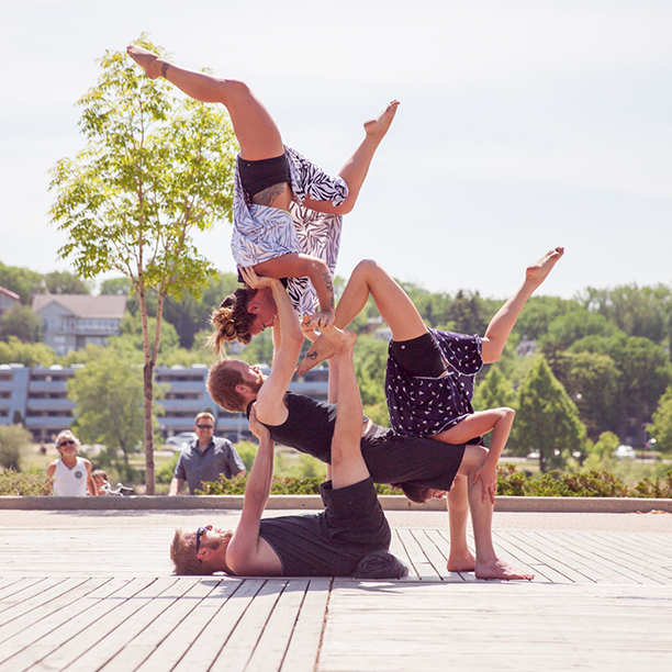Acro-Yoga_1.png