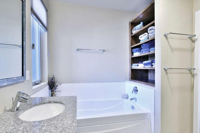 3288 Syracuse Street Denver CO-small-016-25-Master Bathroom-666x445-72dpi.jpg