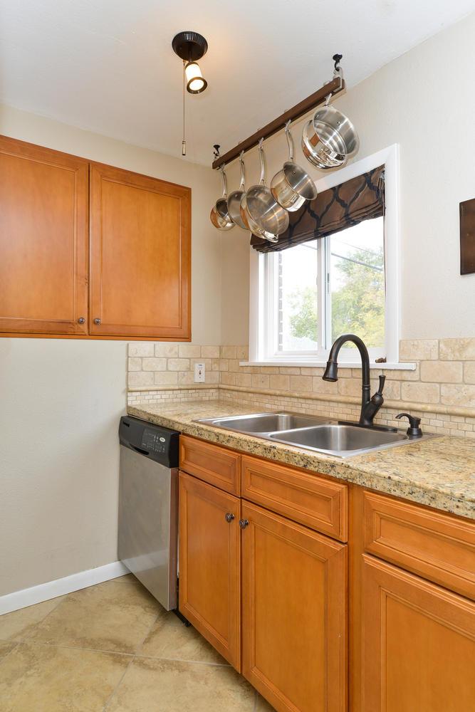 3115 E 37th Ave Denver CO-large-011-17-Kitchen-668x1000-72dpi.jpg