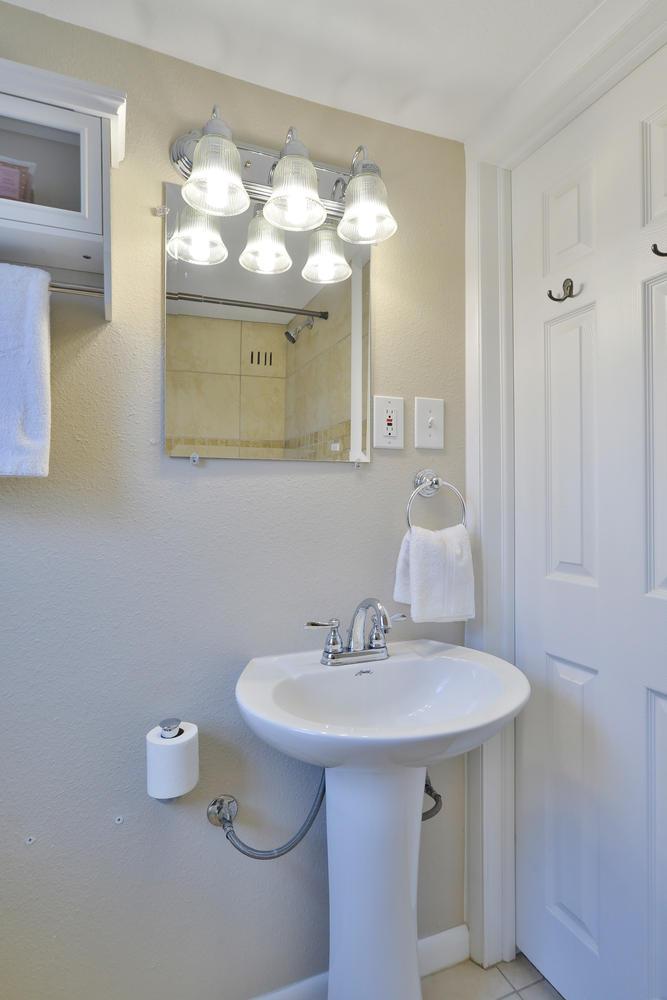 3115 E 37th Ave Denver CO-large-018-8-Bathroom-668x1000-72dpi.jpg
