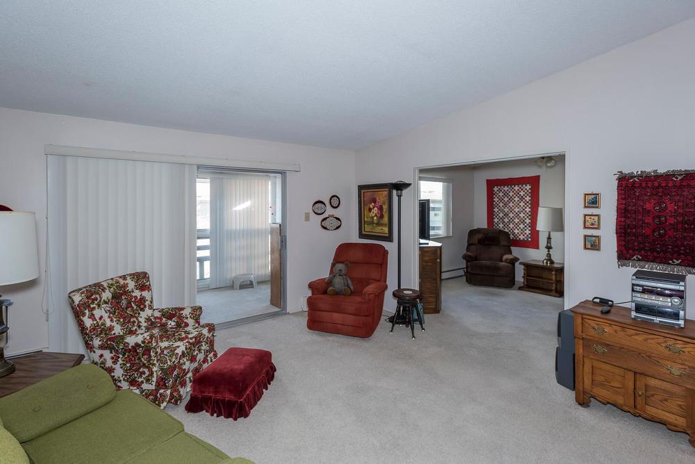 580 S Clinton St D Denver CO-large-009-14-Living Room-1498x1000-72dpi.jpg