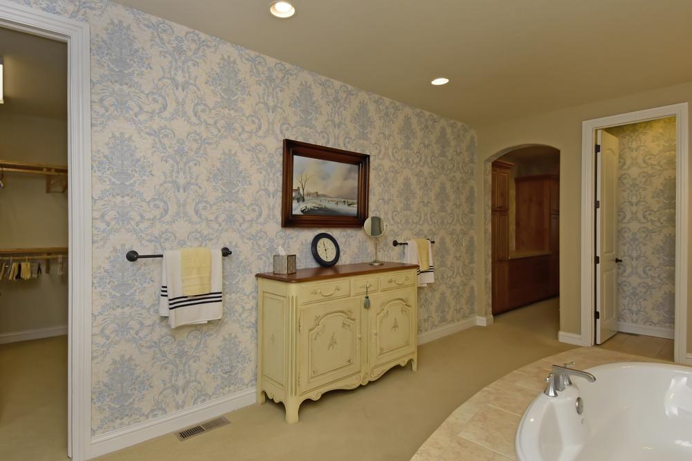5769 Daniel039s Gate Pl Castle-print-032-3-Master Bath-4200x2803-300dpi.jpg