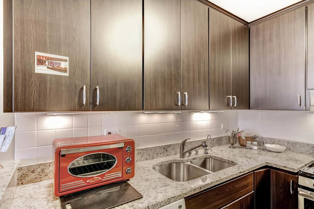 800 Washington St Unit 706-print-013-5-Kitchen-2700x1799-300dpi.jpg