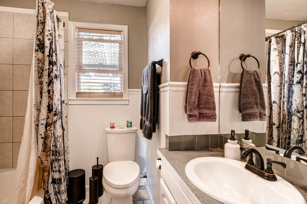 4224 S Cherokee St Englewood-print-017-20-Bathroom-2700x1800-300dpi.jpg