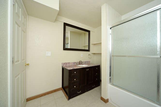 19023 E 16th Ave Aurora CO-small-019-3-Bathroom-666x443-72dpi.jpg