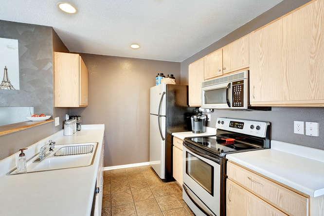 5215 E 100th Dr Thornton CO-small-012-16-Kitchen-666x445-72dpi.jpg