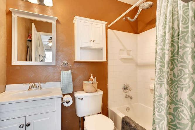 5215 E 100th Dr Thornton CO-small-018-22-2nd Floor Master Bathroom-666x444-72dpi.jpg