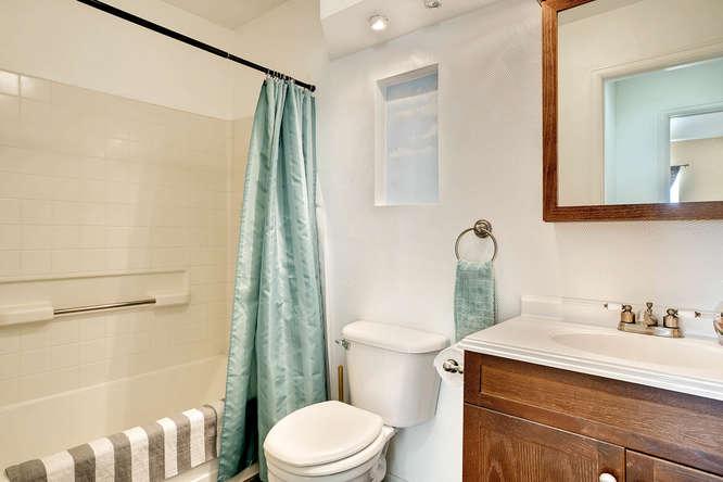 5215 E 100th Dr Thornton CO-small-021-13-2nd Floor Bathroom-666x444-72dpi.jpg