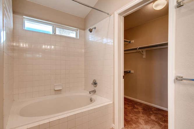 10094 Astorbrook Lane-small-015-15-2nd Floor Master Bathroom-666x445-72dpi.jpg