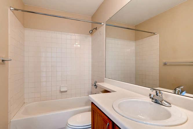 10094 Astorbrook Lane-small-020-9-2nd Floor Bathroom-666x445-72dpi.jpg