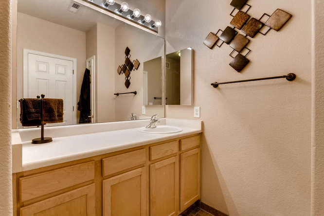 7140 S Wenatchee Way Unit H-small-007-5-Master Bathroom-666x444-72dpi.jpg