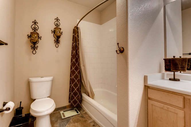 7140 S Wenatchee Way Unit H-small-008-3-Master Bathroom-666x444-72dpi.jpg