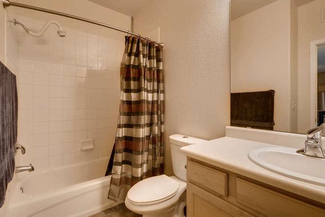 7140 S Wenatchee Way Unit H-small-010-6-Bathroom-666x445-72dpi.jpg