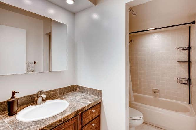 7420 E Quincy Ave 203 Denver-small-010-2-Bathroom-666x444-72dpi.jpg
