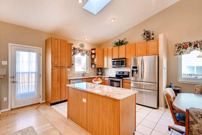 9011 W Lake Dr Littleton CO-small-006-25-Kitchen-666x444-72dpi.jpg