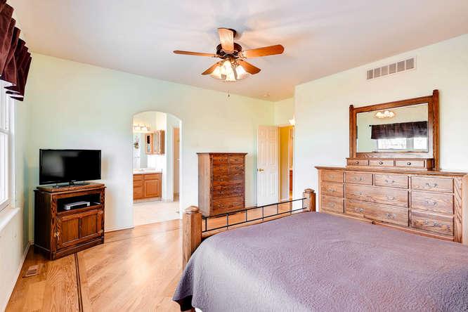 9011 W Lake Dr Littleton CO-small-014-28-Master Bedroom-666x444-72dpi.jpg
