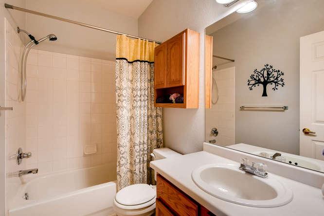 9011 W Lake Dr Littleton CO-small-018-22-Bathroom-666x444-72dpi.jpg