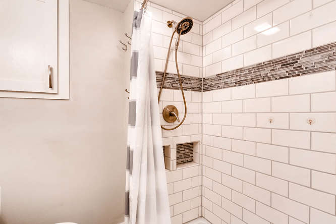 17184 E Tufts Ave Aurora CO-small-021-16-Lower Level Bathroom-666x444-72dpi.jpg