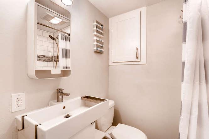 17184 E Tufts Ave Aurora CO-small-022-21-Lower Level Bathroom-666x444-72dpi.jpg
