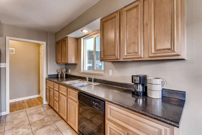 3071 Dexter St Denver CO 80207-small-014-14-Kitchen-666x444-72dpi.jpg