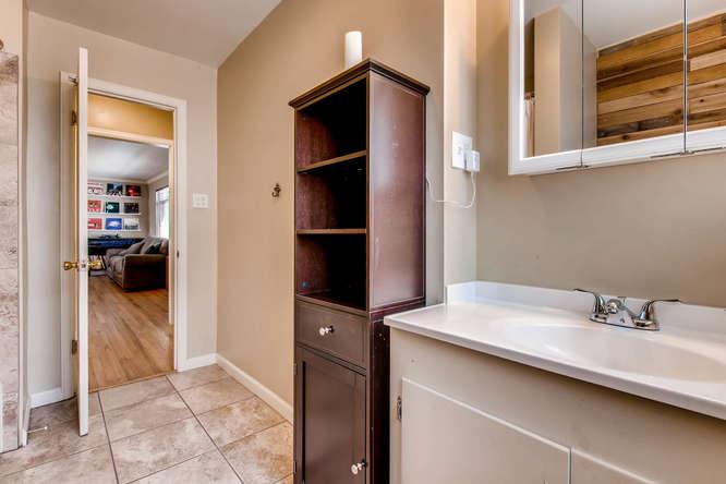 3071 Dexter St Denver CO 80207-small-022-18-Bathroom-666x444-72dpi.jpg
