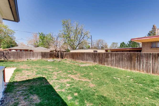 3071 Dexter St Denver CO 80207-small-028-25-Back Yard-666x444-72dpi.jpg