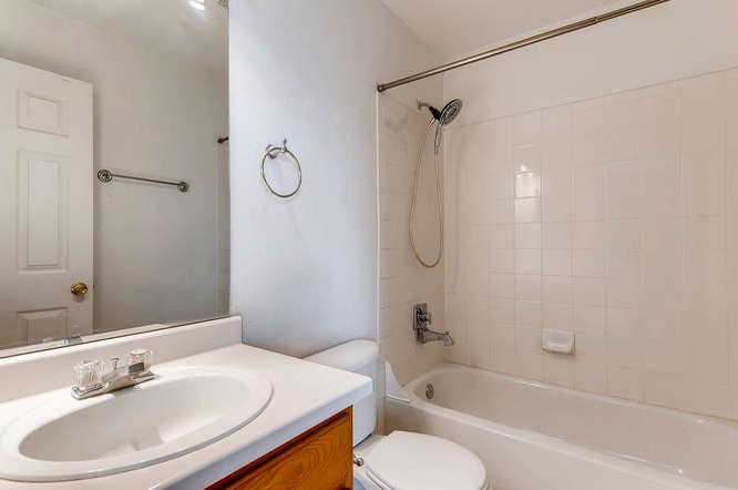 1273 S Zeno Way Unit C Aurora-small-021-15-2nd Floor Master Bathroom-666x443-72dpi.jpg