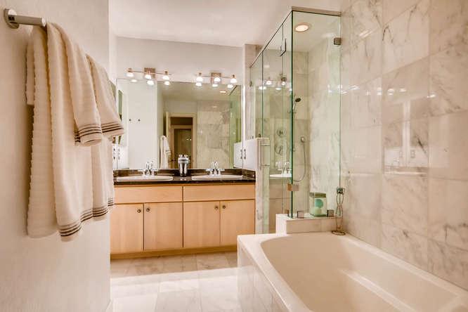 20 S Monroe St Denver CO 80209-small-024-54-2nd Floor Master Bathroom-666x444-72dpi.jpg