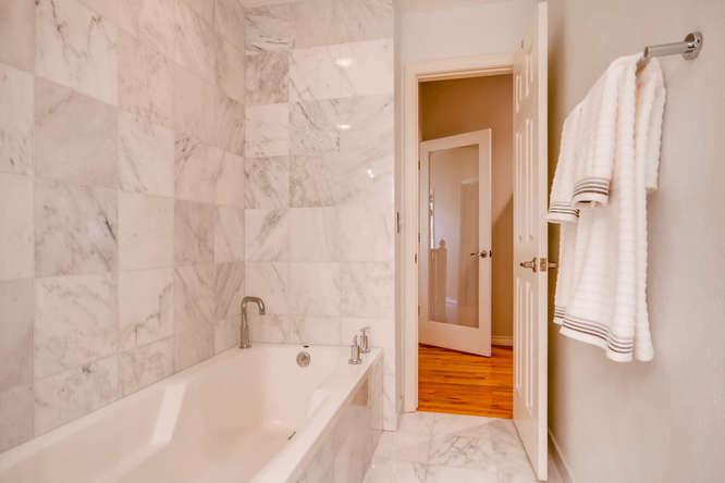 20 S Monroe St Denver CO 80209-small-028-58-2nd Floor Master Bathroom-666x444-72dpi.jpg