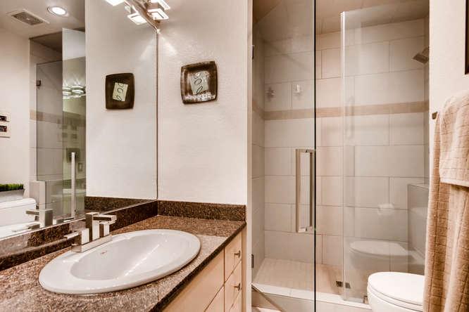 20 S Monroe St Denver CO 80209-small-032-39-2nd Floor Bathroom-666x444-72dpi.jpg