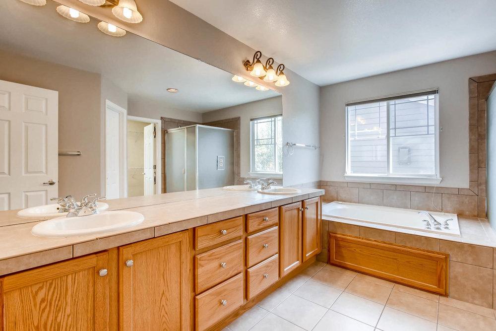 24768 E Florida Ave Aurora CO-large-016-26-2nd Floor Master Bathroom-1500x1000-72dpi.jpg