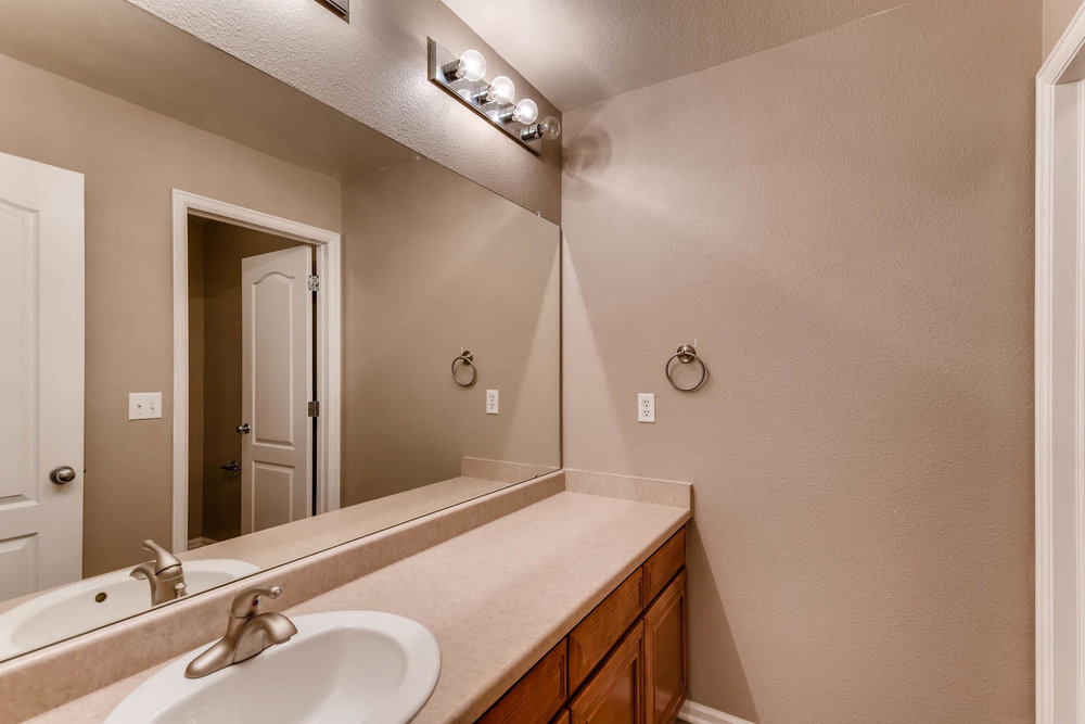 10186 Pitkin Way Commerce City-large-023-21-2nd Floor Bathroom-1500x1000-72dpi.jpg