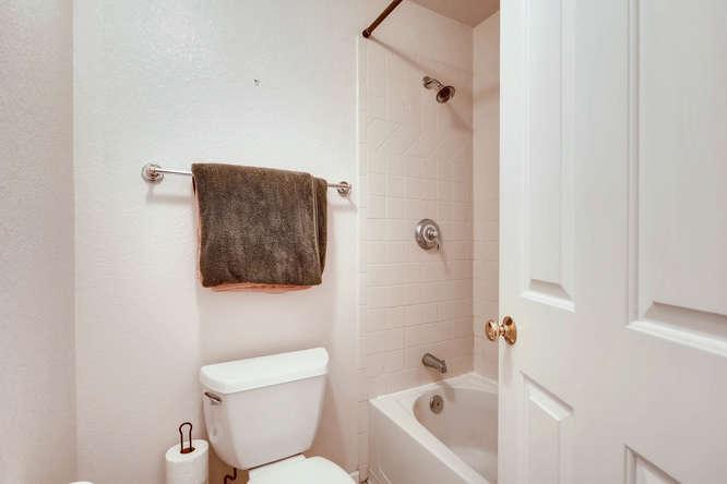 1674 Ames Ct Unit 25 Lone Tree-small-021-2-Lower Level Bathroom-666x444-72dpi.jpg