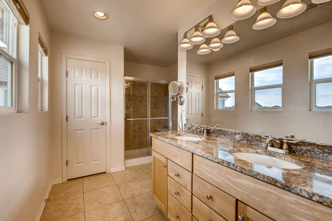 2261 Verbena St Denver CO-small-019-10-2nd Floor Master Bathroom-666x444-72dpi.jpg