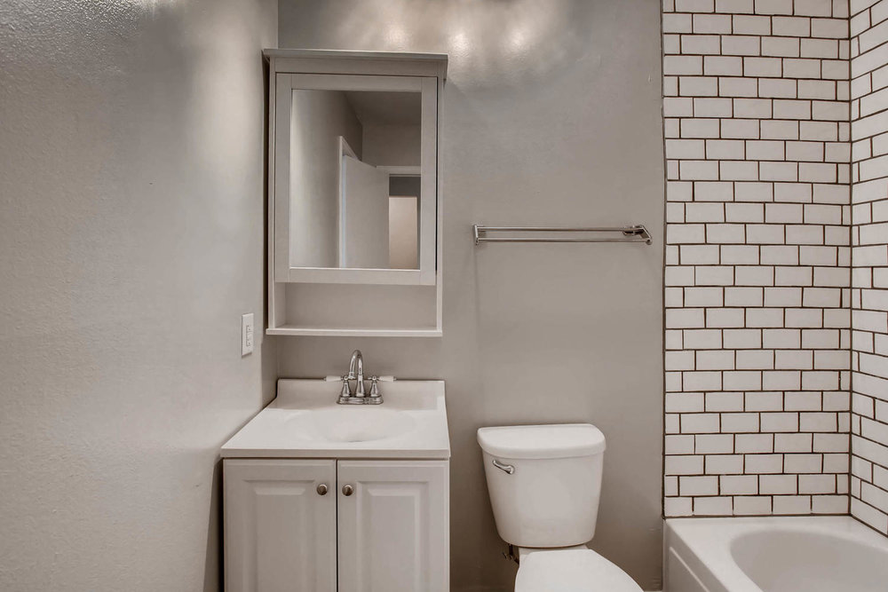 1811 S Quebec Way Unit 224-large-008-6-2nd Floor Master Bathroom-1500x1000-72dpi.jpg